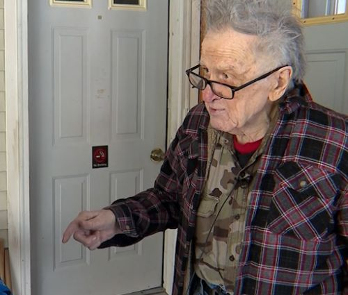 Seabrook police go above and beyond in call to help WWII veteran in the cold