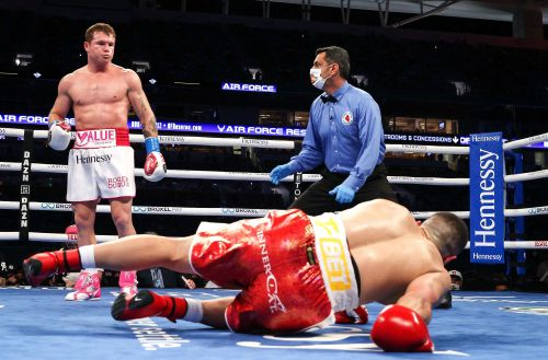 Canelo Alvarez stops Avni Yildirim to retain super-middleweight belts