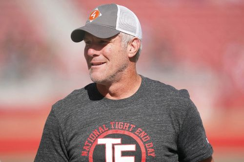 Brett Favre thinks sports are getting too political