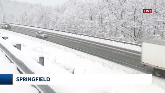 Snow accumulates on roads across NH