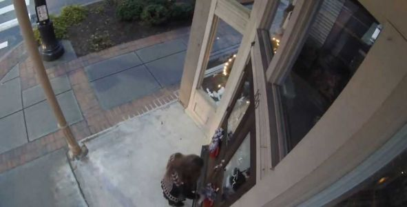 Wreath thief caught on camera misses chance to make things right, store owner says