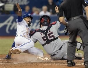 Smoak homers, gets winning hit as Blue Jays top Indians 2-1