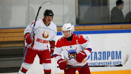 Putin & Lukashenko's 'moment of truth' in Sochi: Agreement reached on ice hockey, but no deal on political impasse
