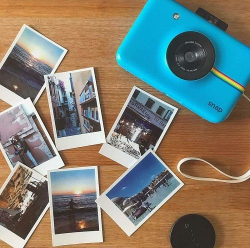 How many Zink sheets can the Polaroid Snap hold?
