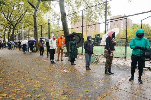 More lines at the polls as New Yorkers endure dreary weather to vote early
