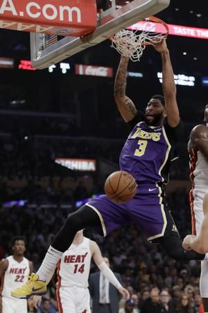 Lakers get by Heat for seventh straight victory