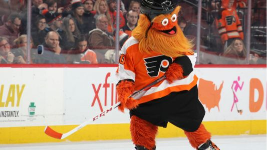 Young Flyers fan, 7, gets Gritty-themed prosthetic leg, surprise visit from mascot