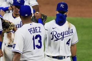 Royals beat Cubs 13-2, stop 6-game slide
