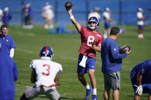 There is a lesson for Daniel Jones in his Giants injury scare