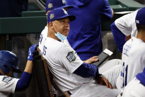 Dave Roberts is uniquely qualified to manage Dodgers' title pressure