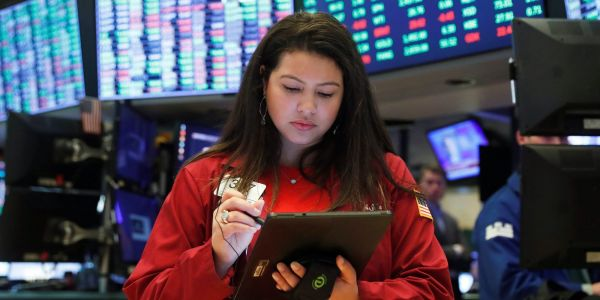 US stocks trade modestly lower ahead of first presidential debate