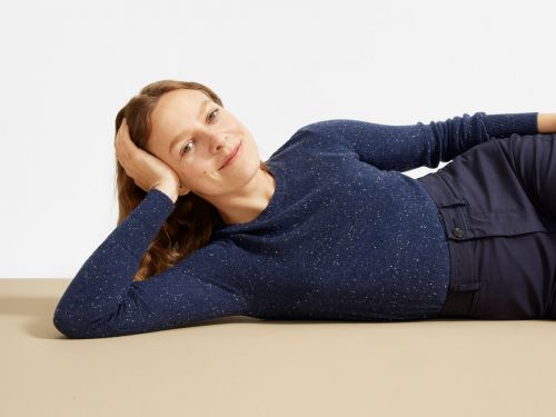 Everlane's cashmere crew neck sweater is the backbone of my fall and winter wardrobe - and it's only $100