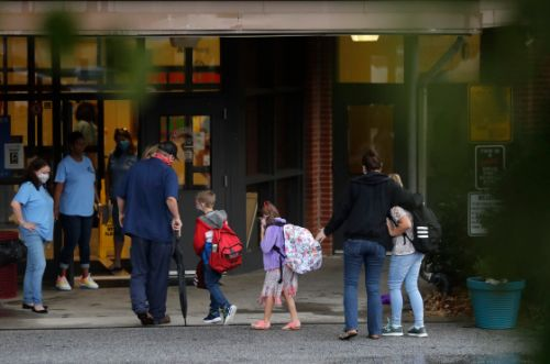Viral Images of Student Crowds, Tightly-Packed Hallways Raise Questions in Newly Reopened Georgia Schools