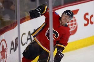 Hurricanes get Hamilton in 5-player trade with Flames