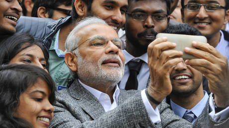 Modi tags about 100 people in marathon Twitter mention spree to drum up voter participation