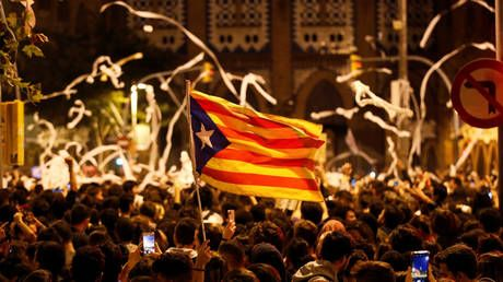 Toilet rolls & tensions fly high in Barcelona amid fresh rallies in support of jailed pro-independence leaders
