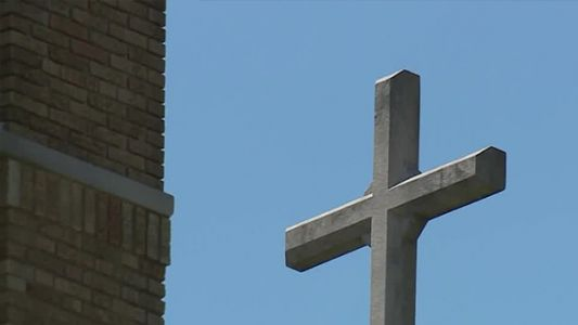 Restaurant owner offers church discount: But did he break the law?