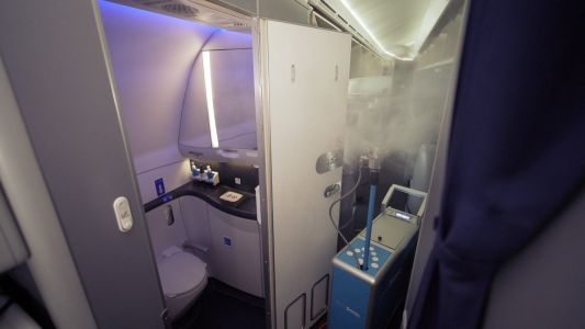 United Airlines is now using high-tech robots to disinfect its planes during the pandemic