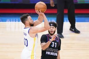 Curry hits 10 3s, scores 49 in Warriors' win in Philly
