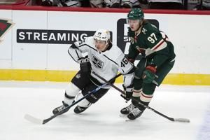 Petersen makes 32 saves, Kings hold on to beat Wild 2-1