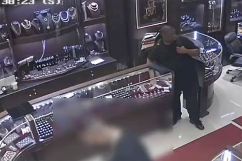 The moment thief steals $97K worth of Diamond District jewels