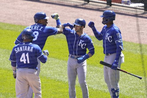 Royals snap 11-game skid, beat Chisox in the opener of a doubleheader