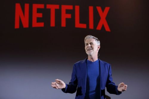 Netflix's biggest bull and bear agree on one thing about its key growth measure during an economic slowdown