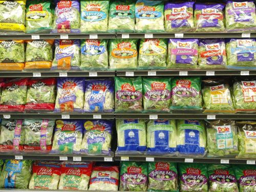 Americans are avoiding romaine lettuce after another E. coli outbreak - and it reveals one of the most dangerous grocery-store habits