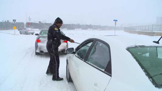 DSM sergeant cleans off car for woman bringing husband home from hospital