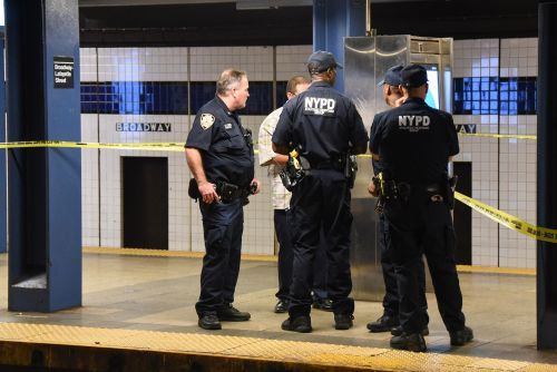 26-year-old man stabbed in the neck during subway dispute