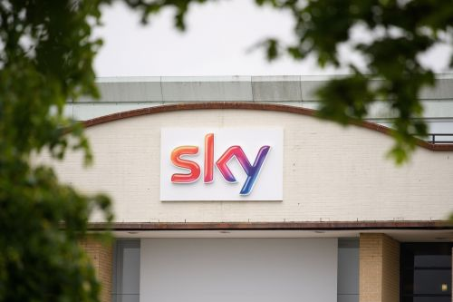 UK official cautions Comcast about Sky's independence
