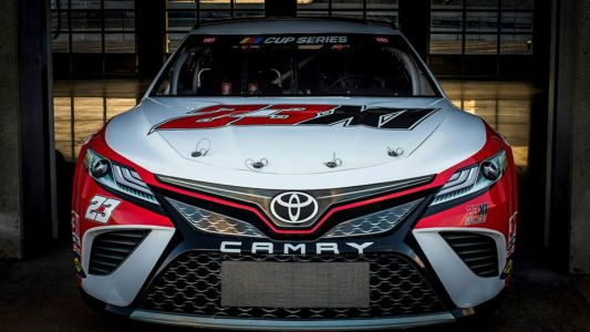 Denny Hamlin, Bubba Wallace present Michael Jordan Bulls-themed car for 23XI Racing