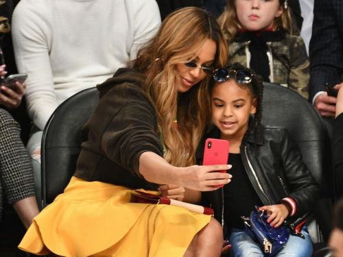 18 famous moms that we love