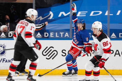 Rangers' playoff chase continues with third straight win over Devils