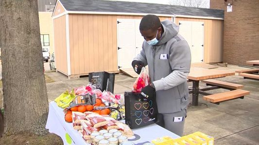 Patriots running back helps bring groceries to those in need