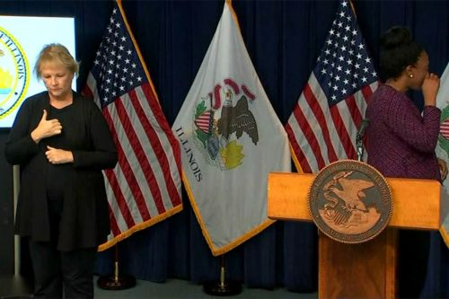 Top health official in Illinois breaks down announcing COVID-19 deaths