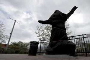 Flyers remove statue of late singer Kate Smith