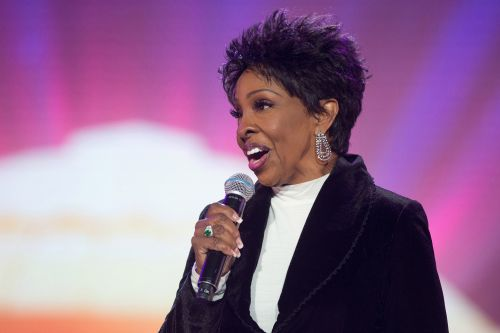 Gladys Knight comments on Colin Kaepernick and Super Bowl