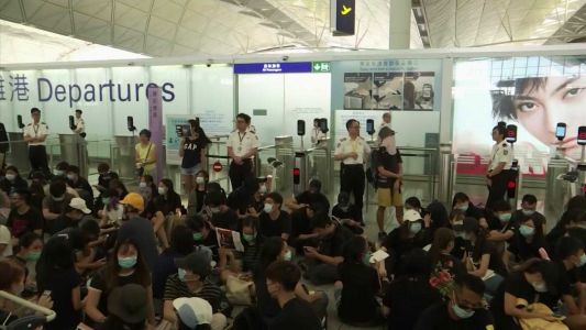 Hong Kong airport cancels all flights for second day amid protests