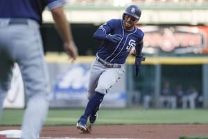 Yates escapes bases-loaded threat, Padres beat Reds 3-2