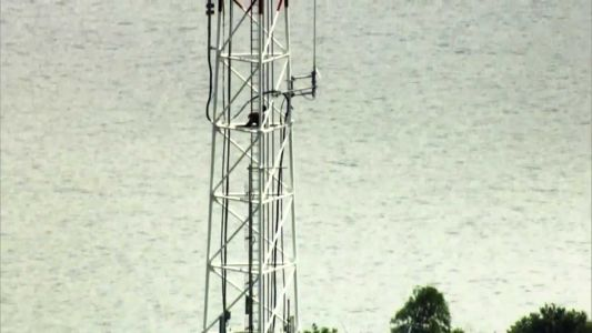 Person scales to the top of Orlando TV tower