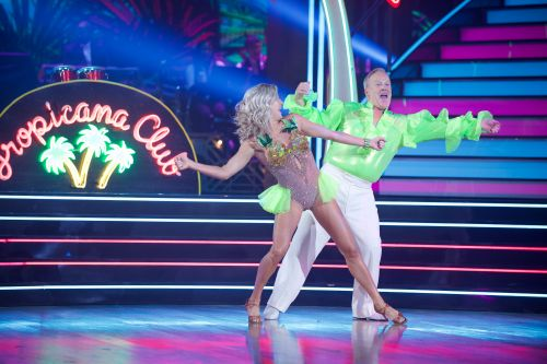 'Off beat' Sean Spicer makes 'Dancing With the Stars' debut