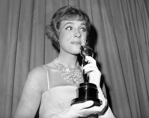 Julie Andrews reflects on life, career in 'Home Work'