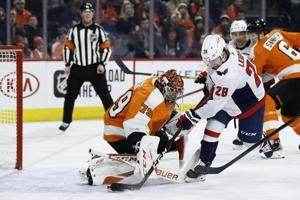 NHL-leading Caps top Flyers 2-1 in SO to extend point streak