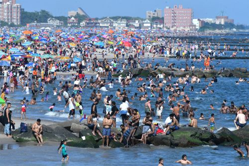 NYC beachgoers bummed by lack of lifeguards - which is causing unsocial distancing
