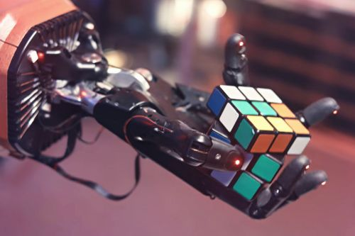 Robot hand teaches itself how to solve a Rubik's cube