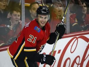 Calgary Flames keep up pace atop division with 5-1 win over Ottawa Senators