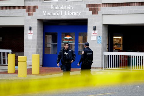 Library patrons help subdue suspect who fatally knifed security guard