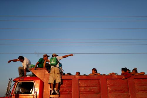 Migrants decide to depart Mexico City with or without buses