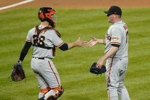 Posey hits 2 HRs, Giants rally past Phillies late, win 10-7